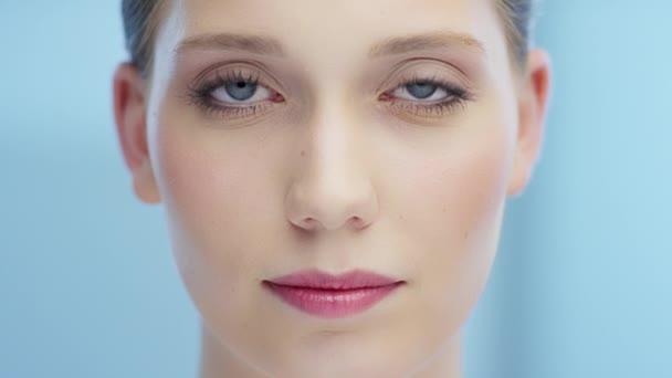 Žena otevřené oči