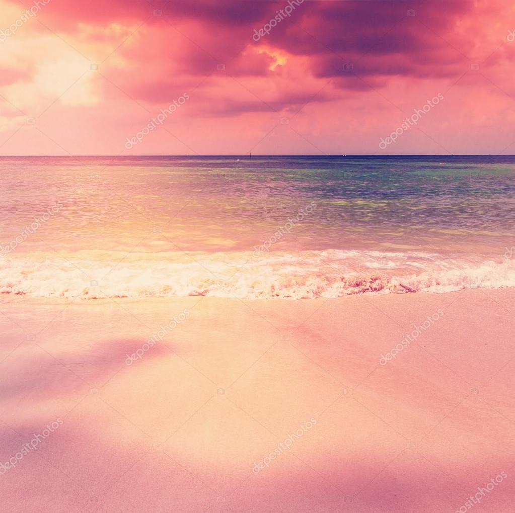 453a9221added bela praia por do sol cor de rosa — Stock Photo © OlezzoSimona ...