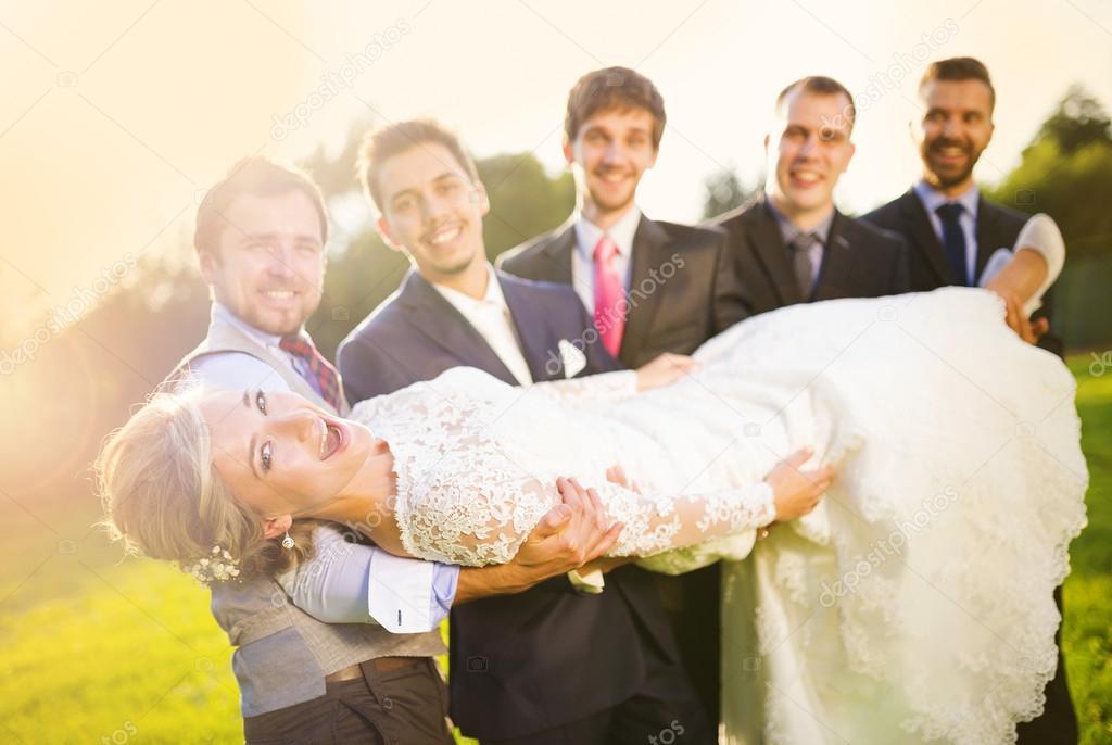 Друзья решили невесту все жениха заценить его