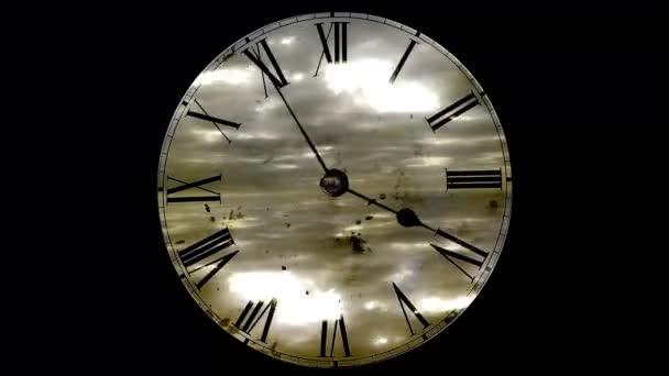 Grunge hodiny a mraky. časová prodleva