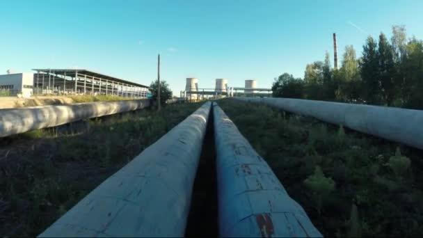 Rohre zum Wärmekraftwerk der Stadt