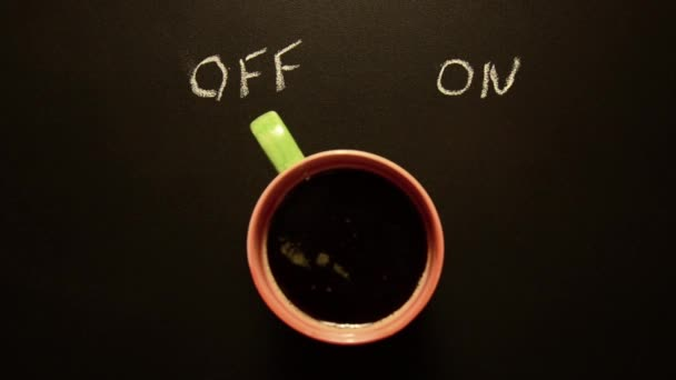 csésze kávé bekapcsolása. a koncepció kezdett dolgozni