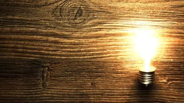 Žárovka bliká. Žárovka bez drátů zapálil na stůl