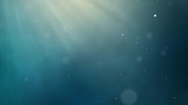 Pozadí ve tmě s paprsky slunce a letící částice. Podvodní hloubky s pronikavým paprsky světla