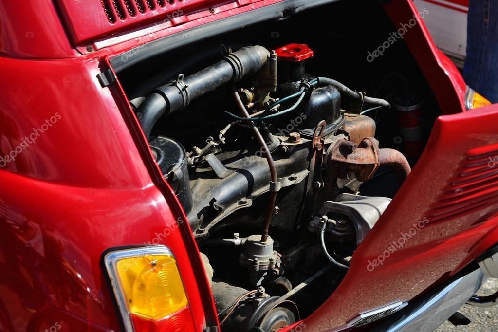 vieux moteur de voiture fiat 500 photo ditoriale whiteaster 108426606. Black Bedroom Furniture Sets. Home Design Ideas