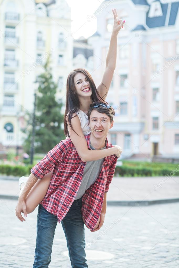 Najlepsze miasta dla randek międzyrasowych