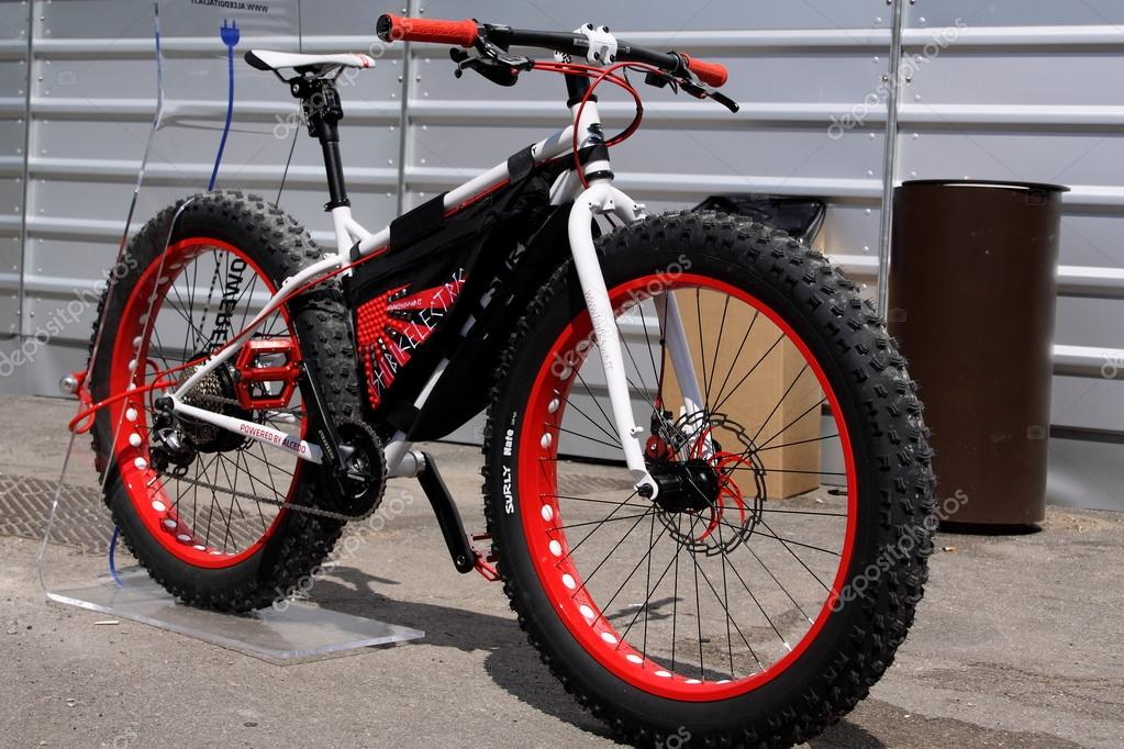 Mountainbike With Big Wheels On Pitti Uomo 87 Fasion Fair In Florence Ita Stock