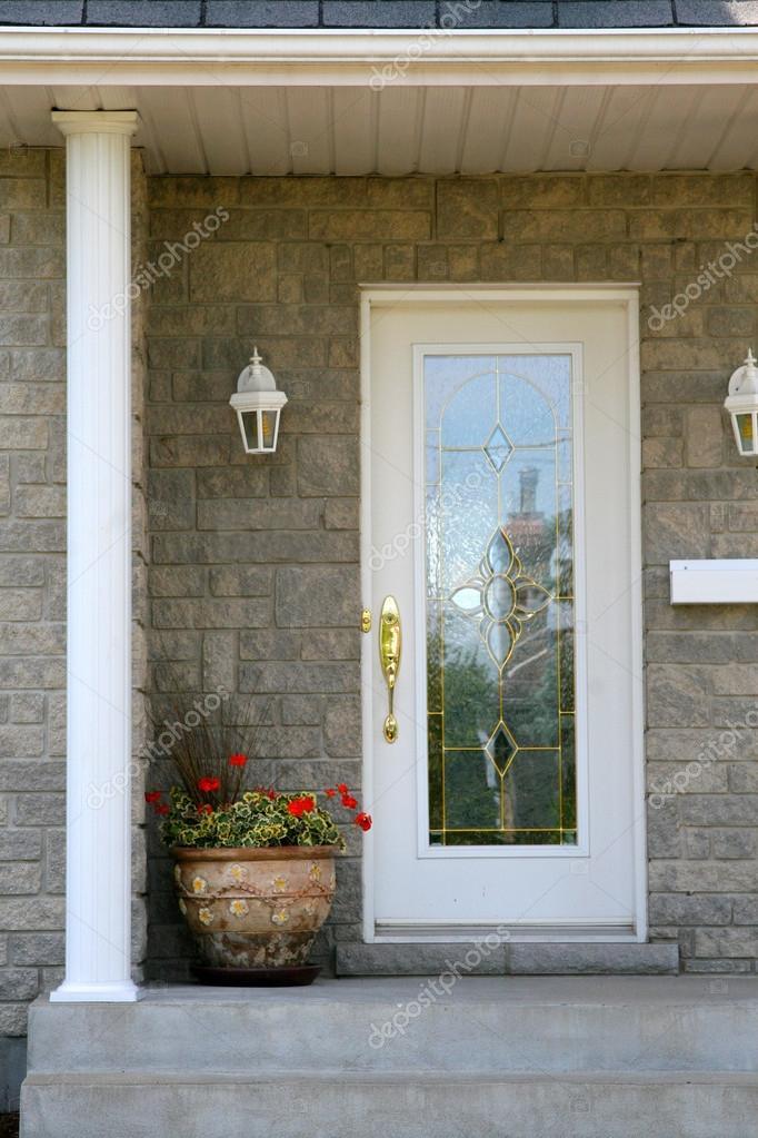 Porte vitr e l 39 entr e principale de la maison de luxe - Porte principale maison ...