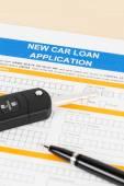 Autó hitel alkalmazás autó kulcs és toll