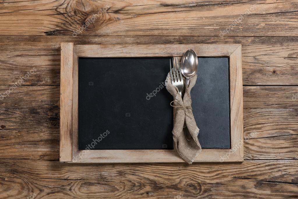 Lavagna Del Menu Con Il Cucchiaio Forchetta E Lavagna Foto Stock