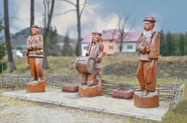 Transcarpathian, Hutsul musicians - violinist, drummer and trumpeter. Wooden items, figurines