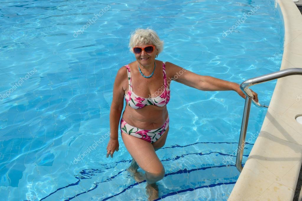 ältere Frauen Bikini Fotos