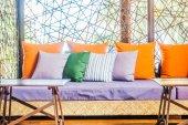 Gyönyörű luxus párnák a kanapén