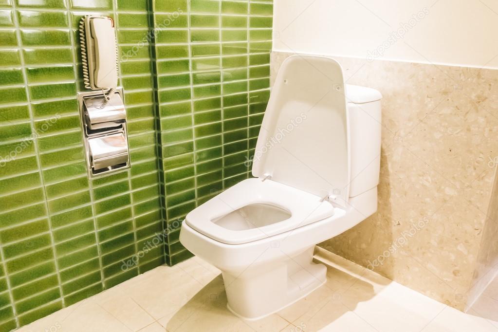 Inrichting toilet ideeen. new york stijl toilet strakke achterwand