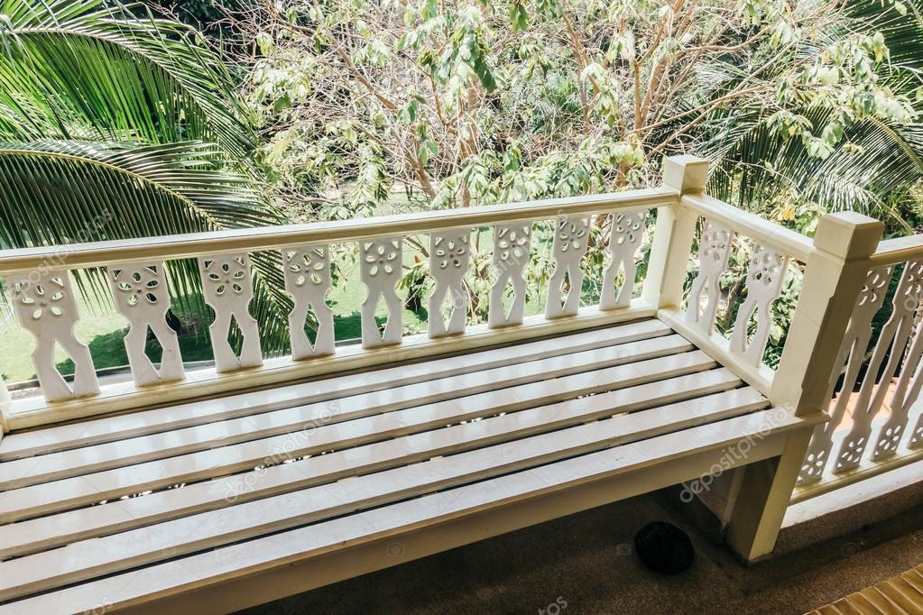 Capi classic u pot rond decoratie ivoor balkon veranda terras