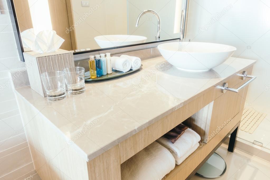 Luxus Waschbecken Dekoration Stockfoto C Mrsiraphol 104828252