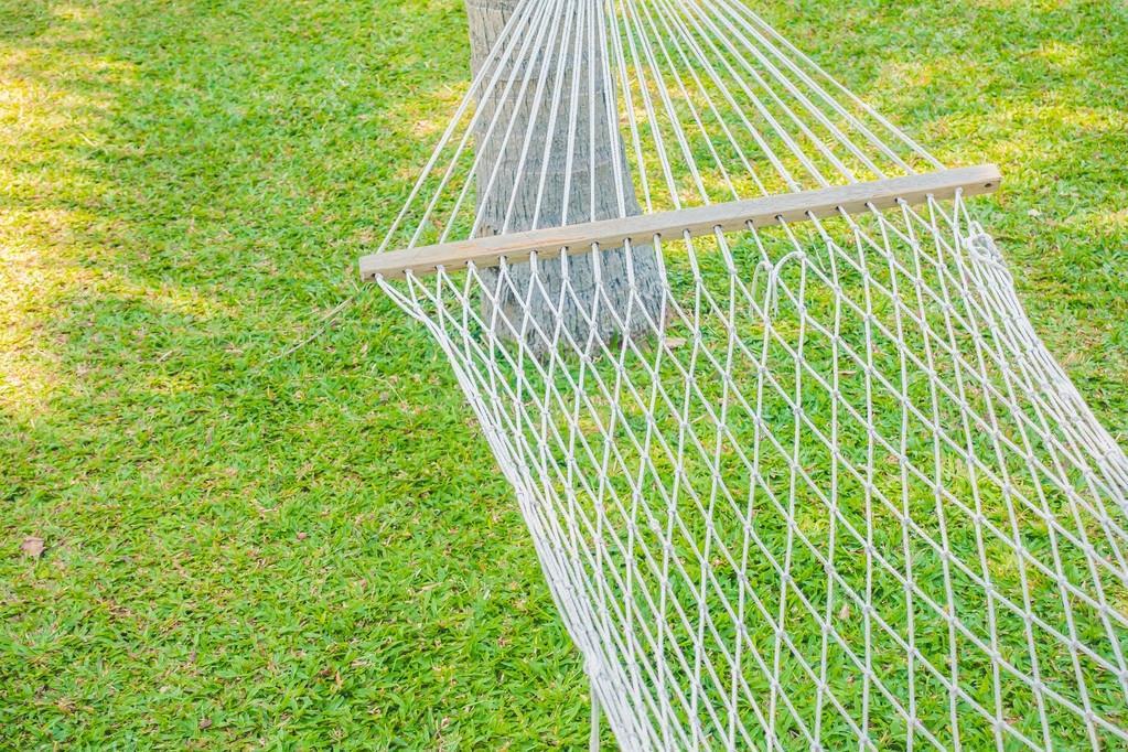 Leere Hangematte Im Garten Stockfoto C Mrsiraphol 104943964