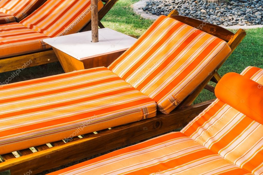 Zwembad bed decoratie u stockfoto mrsiraphol