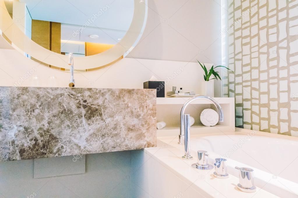 Decoratie Voor Badkamer : Decoratie in de badkamer interieur u stockfoto mrsiraphol