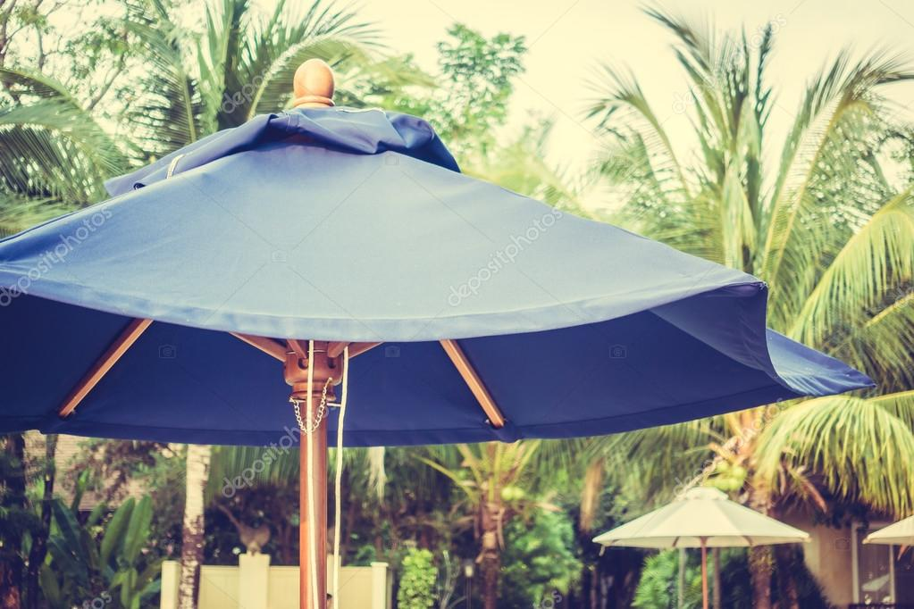 Blauwe paraplu strand decoratie u2014 stockfoto © mrsiraphol #109649856
