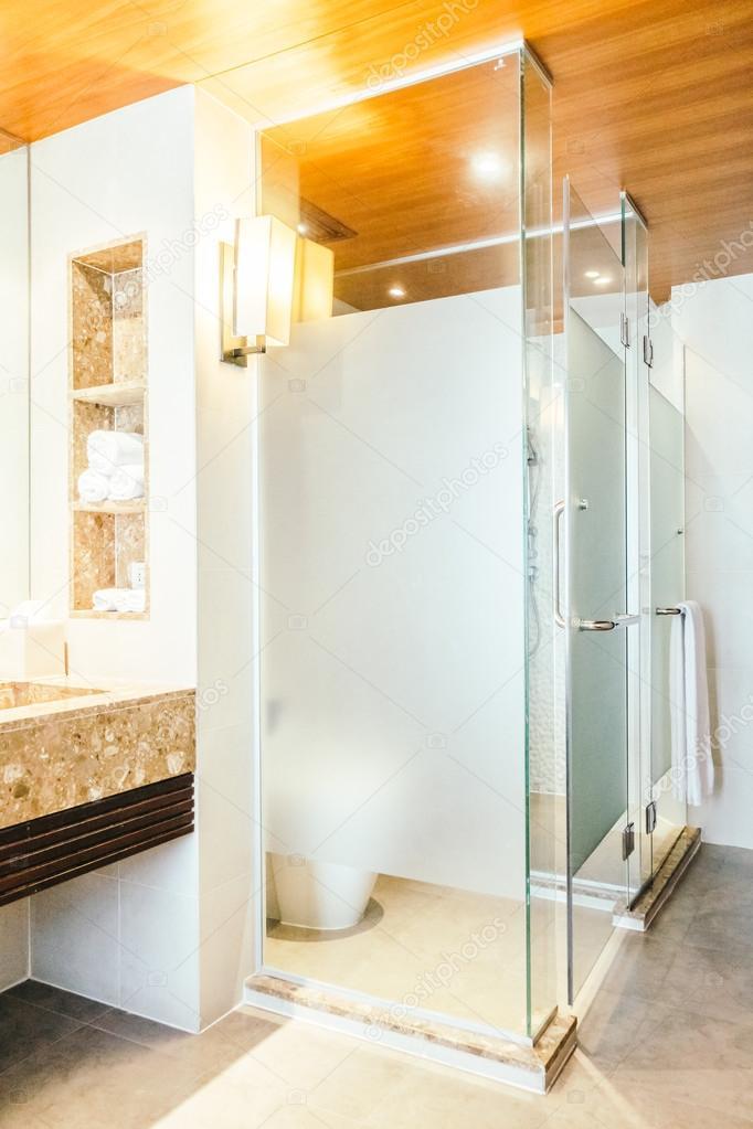 Decorazione di box doccia in bagno — Foto Stock © mrsiraphol #109664748