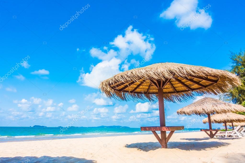 sonnenschirm und stuhl am strand stockfoto mrsiraphol. Black Bedroom Furniture Sets. Home Design Ideas