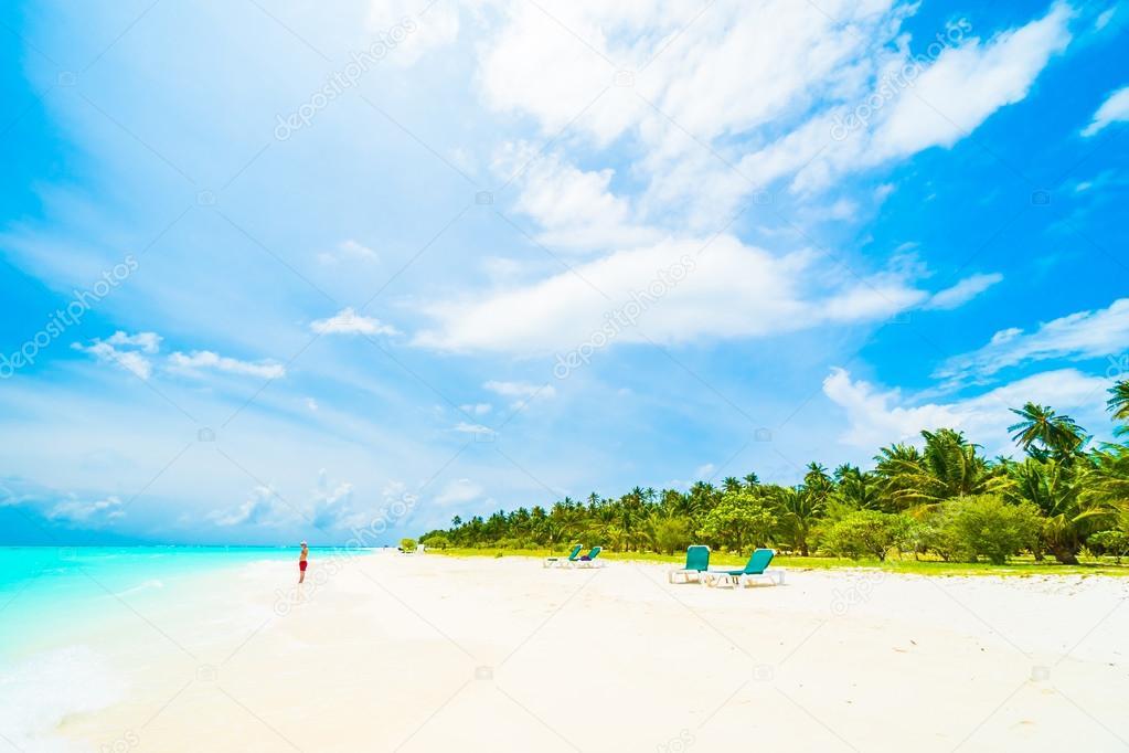 Фотообои Красивый пляж и море на Мальдивах остров