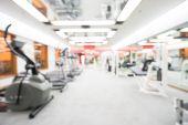 Abstraktní rozostření posilovny a fitness centra