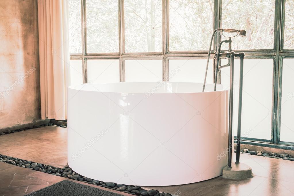 Vasca Da Bagno Retro : Decorazione di vasca da bagno vintage u2014 foto stock © mrsiraphol