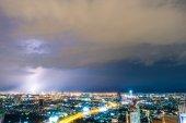 Krásné bouřky blesk