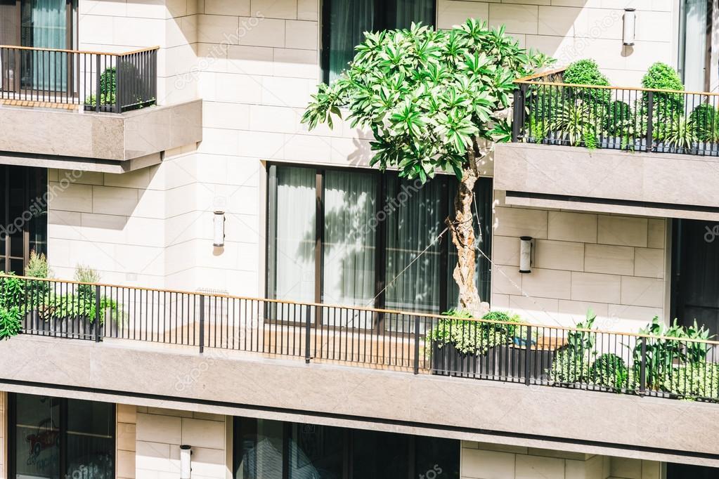 Terras buitenkant van het gebouw u stockfoto mrsiraphol