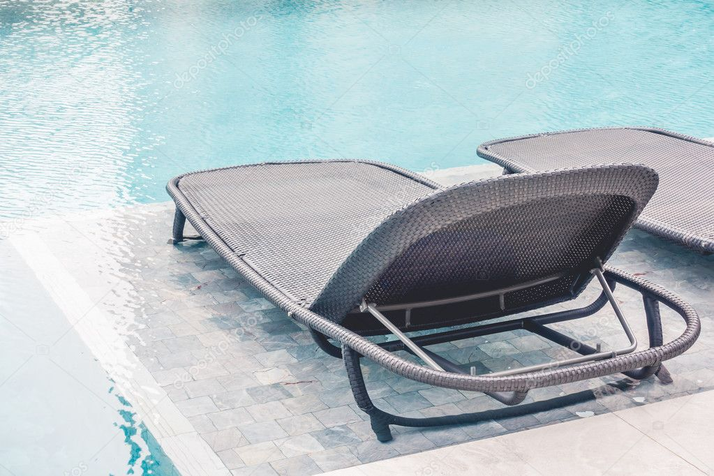 Stoel rond zwembad u2014 stockfoto © mrsiraphol #117482758