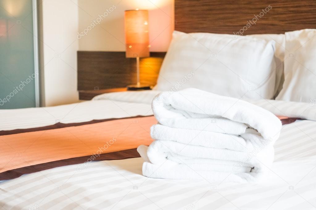 Постільна білизна сатинова на постільної оздоблення в інтер єр спальні —  Фото від mrsiraphol 3ee8117838cda