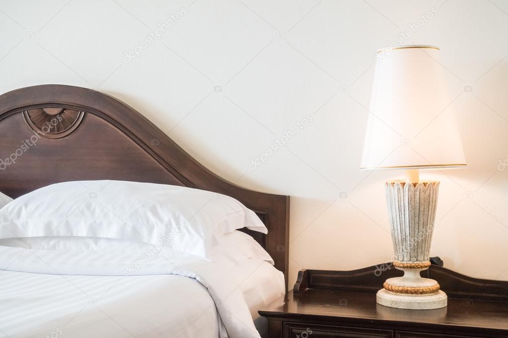 Decoratie In Slaapkamer : Decoratie in de slaapkamer interieur u2014 stockfoto © mrsiraphol #123348702