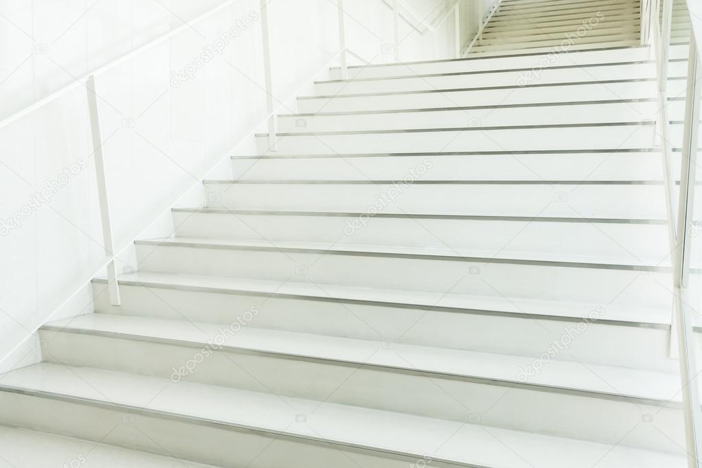 Betontreppe Innen beton treppe innen stockfoto mrsiraphol 123908974
