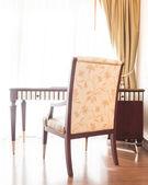 Fotografie dřevěný stůl a židle