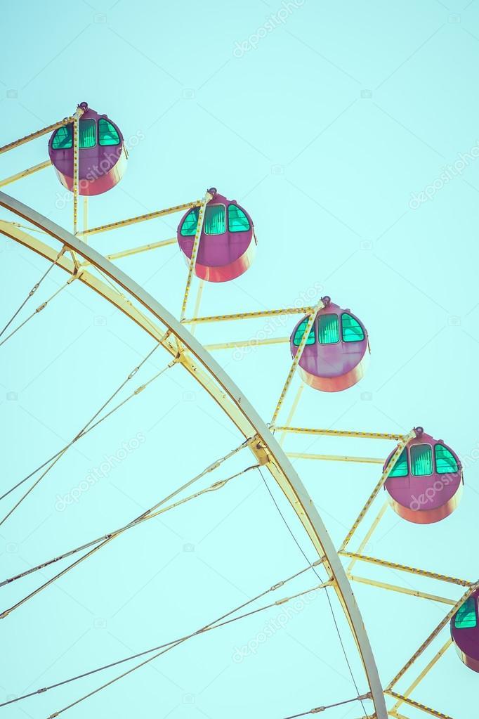 rueda de la fortuna en el parque — Foto de stock © mrsiraphol #89757178