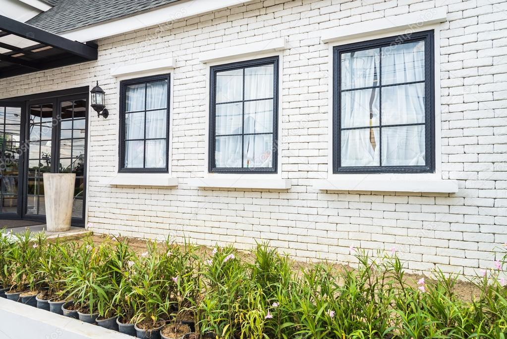 Buitenkant van mooie huis u2014 stockfoto © mrsiraphol #89919736