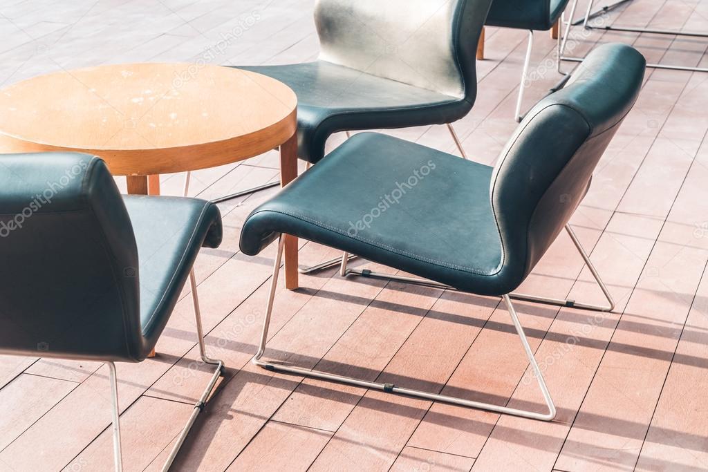 Sedie In Legno Moderne : Sedie di legno moderne u foto stock mrsiraphol