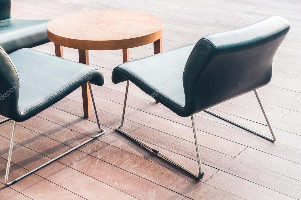 Sedie In Legno Moderne : Sedie di legno moderne u2014 foto stock © mrsiraphol #94947728
