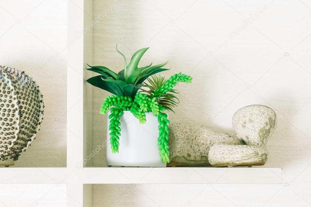 Vaas plant in woonkamer — Stockfoto © mrsiraphol #95047974