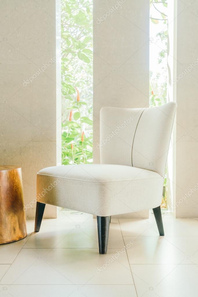 stoel in de woonkamer interieur — Stockfoto © mrsiraphol #95790914