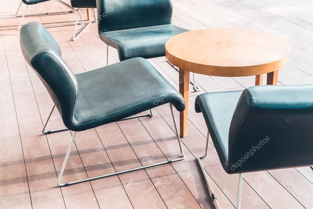Sedie In Legno Moderne : Sedie di legno moderne u2014 foto stock © mrsiraphol #96592374