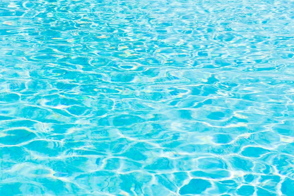 Weerkaatsing van het zonlicht op zwembad water stockfoto for Zwembad aanschaffen