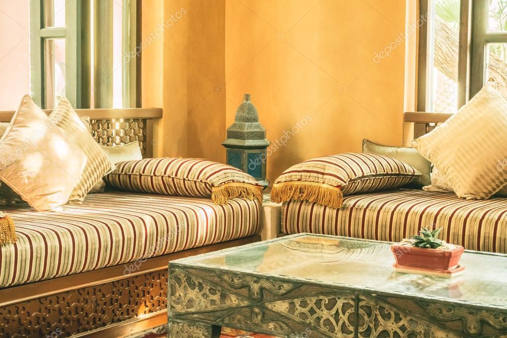 Cuscini sui divani con stile Marocco — Foto Stock ...