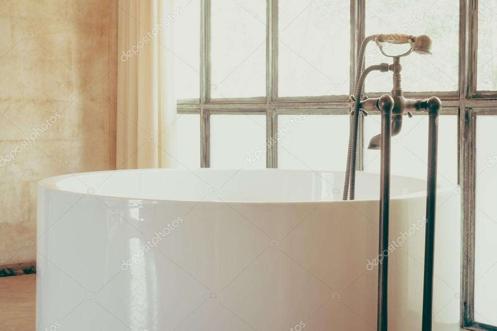 Vasca Da Bagno Vintage : Decorazione di vasca da bagno vintage u2014 foto stock © mrsiraphol