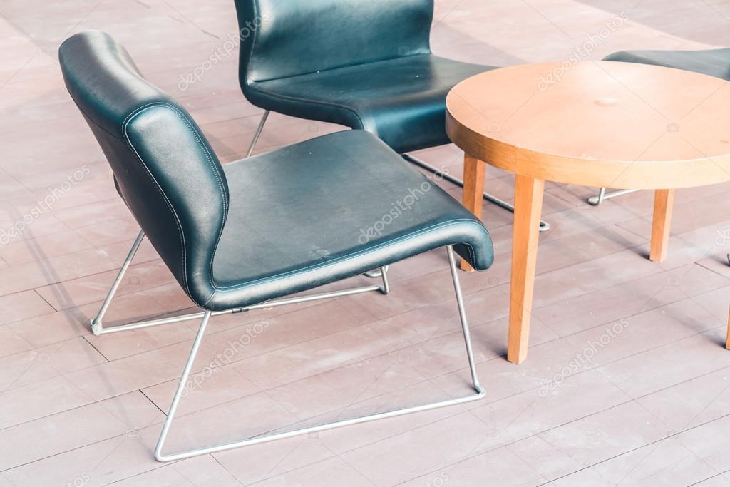 Sedie In Legno Moderne : Sedie di legno moderne u2014 foto stock © mrsiraphol #98414086