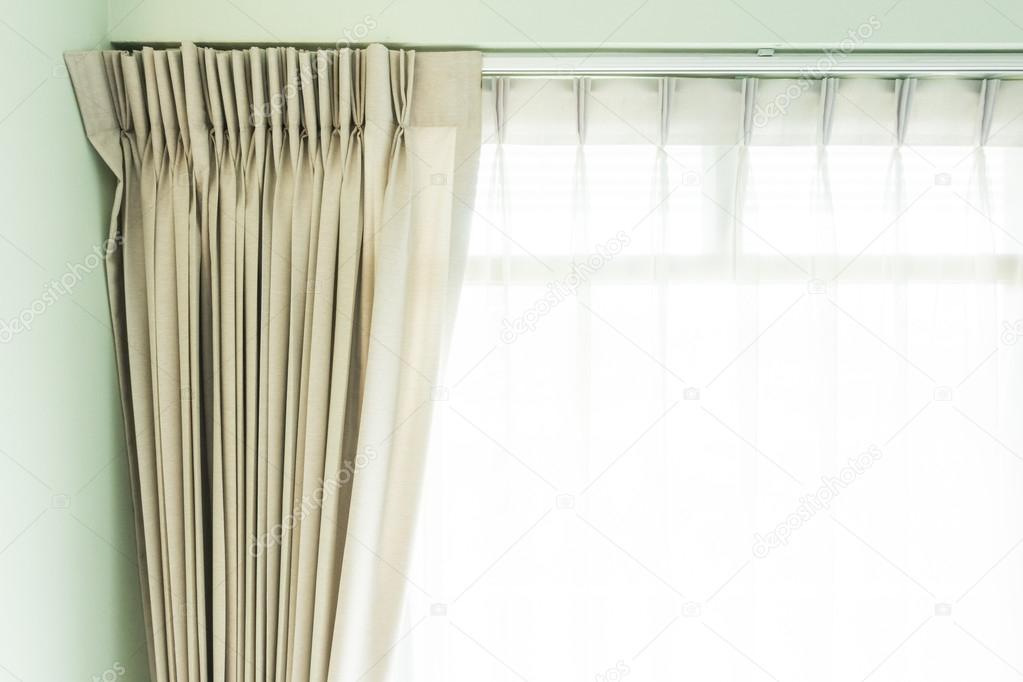 mooie gordijnen in de woonkamer stockfoto