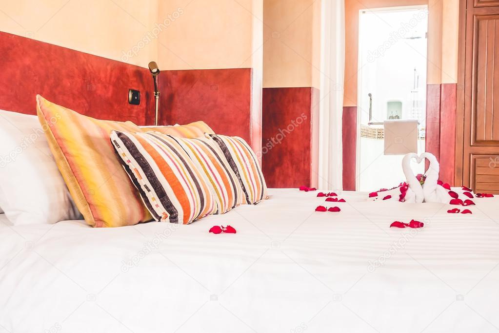 Point AF Sélectif Sur Oreillers Et Intérieur Décoration Lit De Chambre à  Coucher Avec Style Maroc, Filtre Vintage U2014 Image De ...