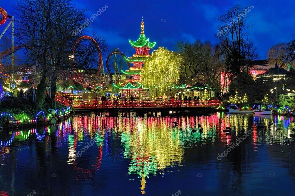 vista da noite de pagode chins em jardins de tivoli em copenhague dinamarca fotografia - Jardins De Tivoli